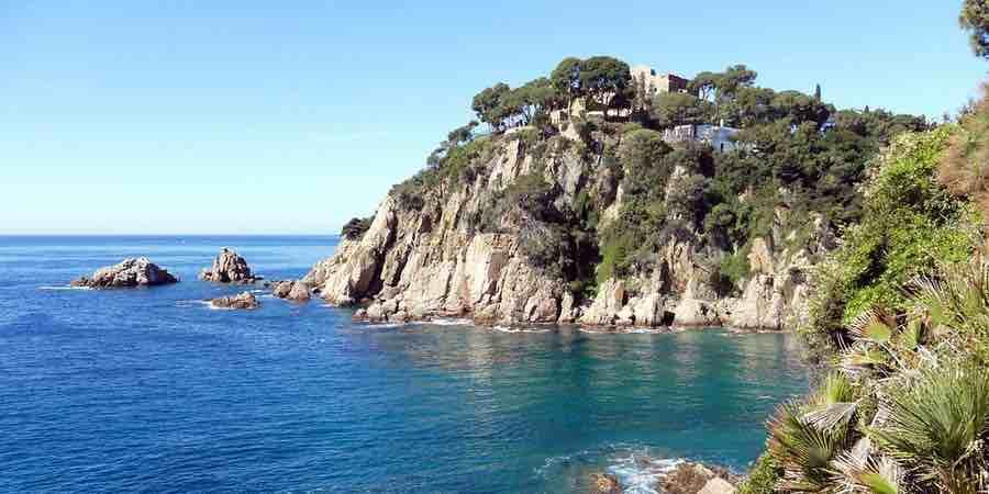 jardin botanico marimurtra de Blanes junto al mar mediterraneo